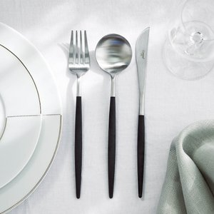無駄をそぎ落としたシンプル&スタイリッシュデザインどんな料理にも合わせやすく、軽くて持ちやすい使い勝...