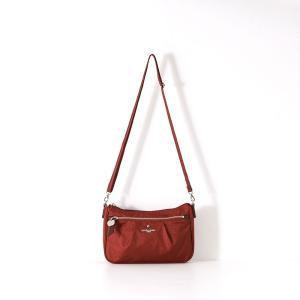 ウォーキングからちょっとしたお出かけにも持てる、スッキリとしたデザインのショルダーバッグです。長財布...
