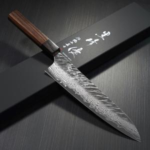 炉で熱した2枚の刀身を重ねて同時にベルトハンマーで同様に薄く広げていく、「二枚広げ」という越前だけ...
