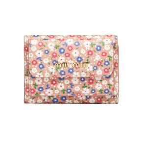ミュウミュウ Miu Miu プリント カーフレザー 三つ折り財布(5MH021 2D46 F0615)ピンク ギフト dnfal