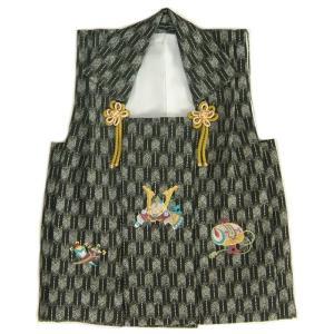 七五三着物男の子 被布単品 黒グレー色 兜刺繍 金コマ刺繍 矢絣地柄文様 日本製|doresukimono-kyoubi