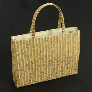 金襴バッグ 和洋兼用 礼装及びカジュアルスタイルのサブバッグ 横型 手提げタイプ 蔓蔦華紋柄 日本製|doresukimono-kyoubi