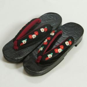 ゆかた下駄 桐 黒判 鼻緒黒色刺繍使い 椿柄 フリーサイズ|doresukimono-kyoubi