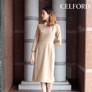 シンプルながら配色襟のおかげで、きちんと感のあるきれいめな印象に見せてくれるワンピース。 広がりを抑...