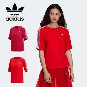 スリーストライプスが映える、フェミニンなTシャツ。 adidasの名作をヒントに生まれたこのTシャツ...