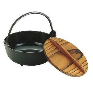イシガキいろり鍋30cm 鉄製内面黒ホーロー仕上ツル付(木蓋付)(寄せ鍋)|douguya-net