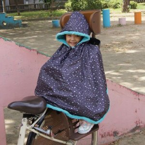 ママたち声から生まれました!自転車専用防寒ポンチョ スターブルー 身長約90〜120CM対応 Chou Chou Poche doujimabuhin