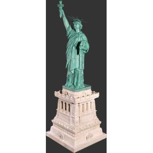 自由の女神・台座付きフィギュア ビッグサイズ(188cm)       ※この商品は別途送料かかります、ご注文後お知らせいたします|dream-f