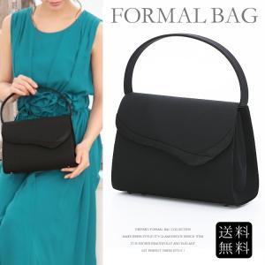 袱紗、携帯電話、長財布も入る魅力的なサイズ感 シンプルなデザインのフォーマル用バッグ 足付きで安定感...