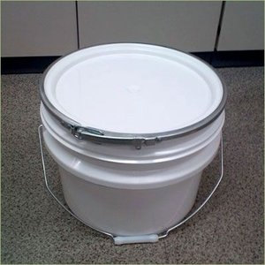 12Lプラスチック製オープンペール缶(蓋・外レバーバンド付き) p4y drumcanya