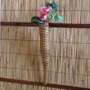 掛け花籠 一輪挿し 根曲り竹 煤竹 b1|e-basket