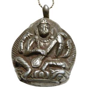 この女神は弁舌、才能(特に芸能音楽) 財宝に御利益があると言われています。 日本では恋人とお参りする...