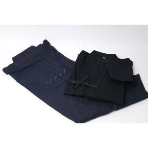 上製紺剣道衣、正課用T/C袴のセットです。  こちらは、道着サイズ2〜6号、袴サイズ22〜27号まで...