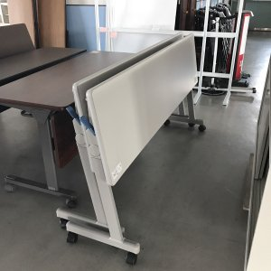 品名 会議テーブル / メーカー コクヨ / 型式 KTT-S900F1N / 製造年 年式不明 /...