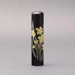 印鑑/蒔絵(花)-黒水牛(高級芯持)-【すいせん】/熟練職人の手彫り仕上げ-13.5mm