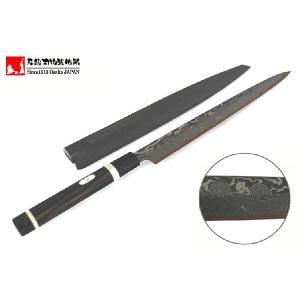創業1913年の芳忠刃物製作所が丹誠込めて手打ち鍛造した正武型(柳刃)包丁です。 この包丁の特徴であ...