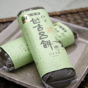 【画像には2本写っていますが、1本当たりの価格です。】 伊達本舗の甘古呂餅は、五島や崎戸近辺で収穫さ...