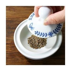 ヨーロッパのキッチン道具「かわいいスパイスミル」 e-tisanes 02