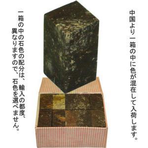 中国浙江省青田県産出の石です。蝋石の一種で、石質にムラなく、初めての人に最適です。用途…半切、聯落、...