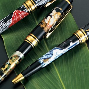 日本を感じさせる絵柄の漆芸ボールペン  高級感のある、上品な漆芸のボールペンです。 古来より縁起の良...