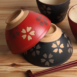 満開の桜のように祝いたい、大切な方へ贈る夫婦茶碗  桜模様が美しい、祝桜シリーズ。  黒と朱からお選...