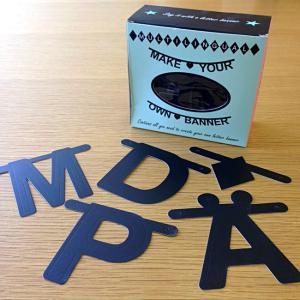 OMM-design ガーランド アルファベット ワードバナー ガーランド ブラック 黒 北欧雑貨 誕生日 飾り付け おしゃれ|eameschair-y