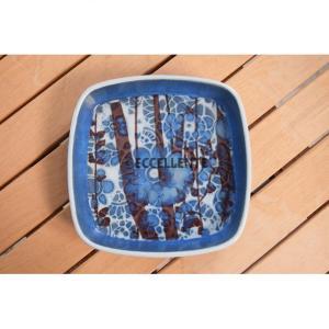 【アイテム紹介】 ロイヤルコペンハーゲンのバッカシリーズの中角皿です。 角皿としてパーティー等でのご...