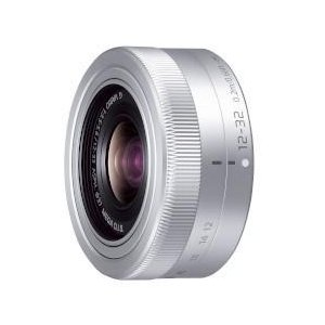 ■広角から標準域までをカバーする焦点距離24mm-64mm(35mm判換算)の標準ズームレンズ■2段...