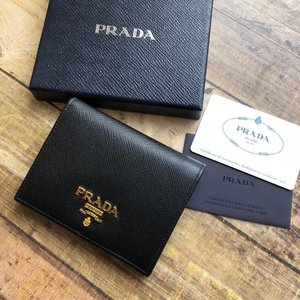 3ae8fc6966c4 PRADA プラダ サフィアーノ 二つ折り財布 1MV204 QWA PRADA saffiano.