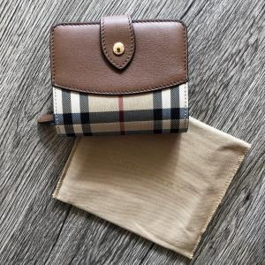 BURBERRY バーバリーチェック 小銭入れ付 折り財布  サイズ:横 11.0cm 高さ 9.0...