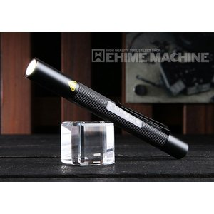 単四電池2本を使用するスリムなペンライトにも関わらず、 最大光束120ルーメン、かつ二段階調光が可能...
