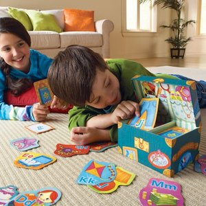 カードで遊びながらアルファベットを覚えられる「Grandma's Trunk Alphabet Ga...
