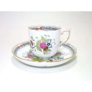 オランダの東インド貿易会社によってもたらされた白磁に絵付けされている異郷の花の絵は 多分インドの華に...