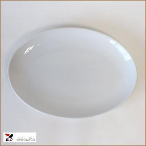 サイズ  23.7cm×17cm×2.5cm 最近は真っ白いお皿が流行です。  盛り付けた料理の色が...