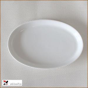 サイズ  17cm×11cm×1.8cm 盛り付けやすい楕円皿です。 適度な深さもあり タレがあって...