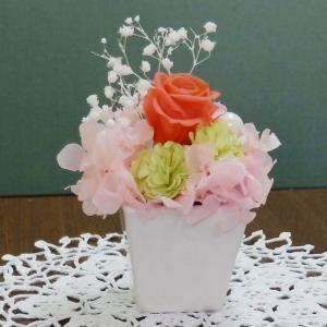 プリザ(スクエアピンク)プレゼントにおすすめプリザーブドフラワー プチギフトに人気のお花 当店イチオシ|ekoukai