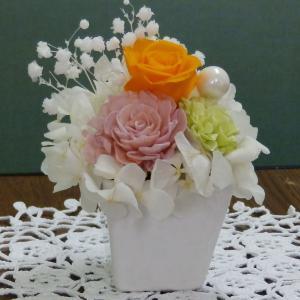 プリザ(スクエアオレンジ)プリザーブドフラワー(贈り物)きっと喜ばれる枯れないお花 当店おすすめの一品|ekoukai