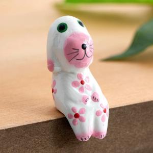 こちらのページは、カラフルなカラーリングが可愛い木彫りのバリ犬1匹(ホワイト)の販売ページです。 ア...