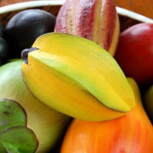 スターフルーツは実を食用にし、生食やサラダ・ピクルス・砂糖漬けなどに用いたりします。味は薄く酸味があ...