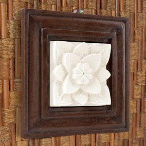 バリ島で作られた、存在感を引きたてる人気のフレームを組み合わせたストーンレリーフ。 立体的なレリーフ...