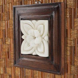 バリ島で作られた、木製のフレームを組み合わせたストーンレリーフ。立体的で、絵や写真よりも存在感を引き...