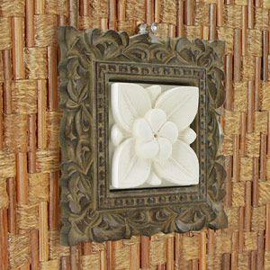 木彫りフレーム付きプルメリアモチーフのストーンレリーフ 20x20cm アジア工房|elements