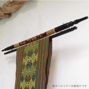 アジアン雑貨・バリ雑貨! アジアンファブリックを飾るならこのイカットハンガーがおすすめ。胴体の丸い筒...