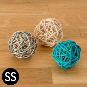 コロっと丸くて可愛いラタンボールは、飾り棚にそのまま置いたり、 トレイやガラス容器に入れたり、アイデ...