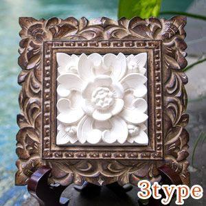 レリーフ部分は、パラス石と呼ばれるインドネシアの白い砂岩とセメントを混ぜ、型を取って仕上げたもの。天...