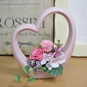プリザーブドフラワー ハート型陶器 ピンクバラ アレンジメント クリアケース付 ブリザードフラワー 花 誕生日 プレゼント 女性 結婚祝い|elfleur