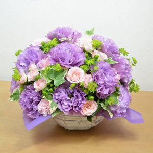 紫を基調とした ボリュームアレンジメント お花の延命剤付 誕生日 結婚祝い お祝い フラワーギフト プレゼント 贈り物 古希|elfleur