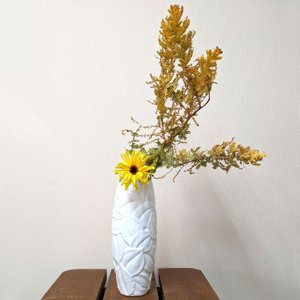 7609 バッチャン焼 白 花瓶 リーフ|emiook