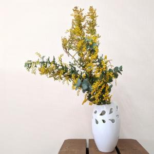 7610  バッチャン焼 ホワイト  花瓶 リーフ|emiook