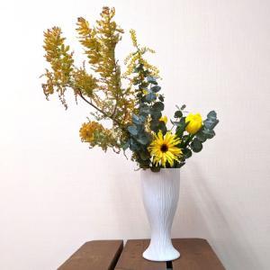 7620  バッチャン焼 ホワイト  花瓶 線彫り|emiook